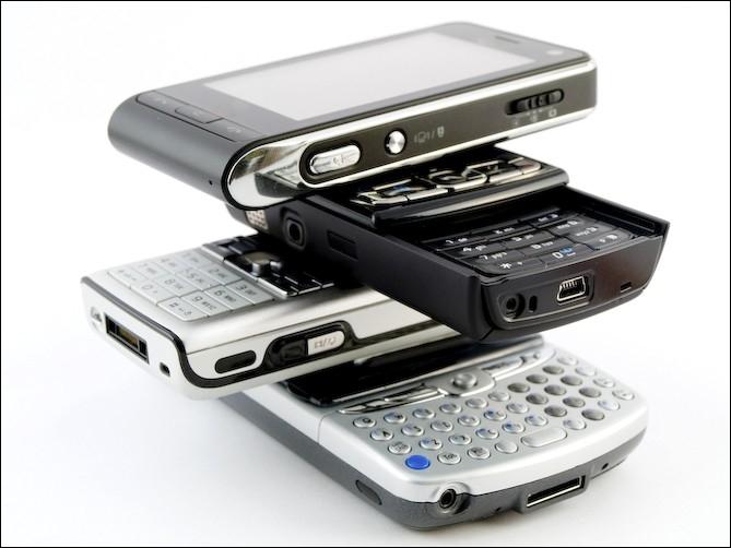 Le téléphone portable  : Votre téléphone doit avoir un débit d'absorption spécifique inférieur à :