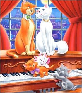 Qui kidnappe les chatons dans les Aristochats ?