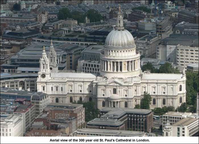 La Cathédrale Saint-Paul est construite sur le site de Ludgate Hill. Combien y a-t-il eu de cathédrales à cet endroit, l´actuelle comprise ?