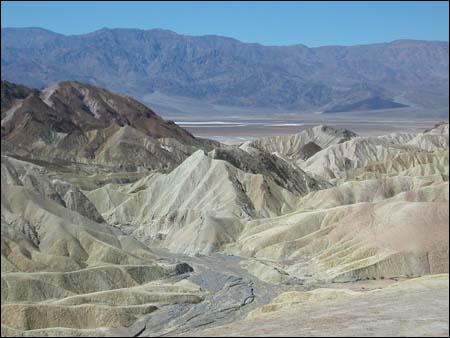 Sur quels Etats américains la Vallée de la mort s'étend-elle ?