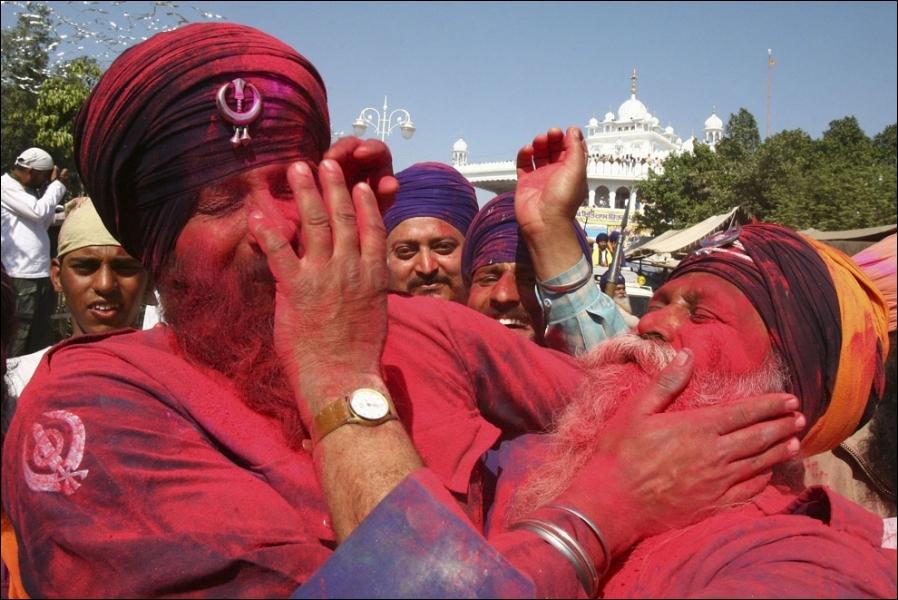 Tous les ans, on y fête le festival des couleurs !