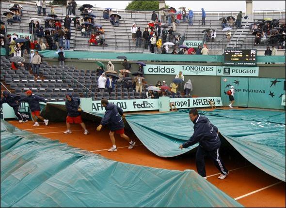 S'il pleut sur Rolang Garros. On met une...