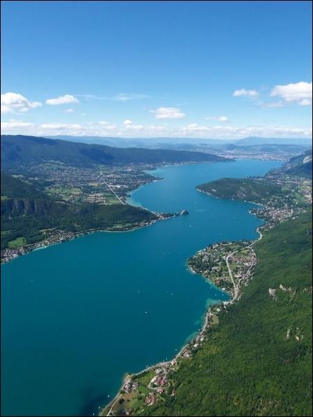 Quelle est la profondeur maximale du lac d'Annecy ?