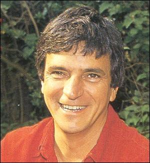 Dans les années 60 Georges Chelon, auteur compositeur qui a récemment mis en musique  Les Fleurs du Mal  de Baudelaire, chantait : Le père...