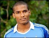 Florent Malouda a formé une magnifique doublette d'attaque avec Didier Drogba dans 2 clubs différents. Dans lequel de ces clubs n'a-t-il jamais joué avec lui ?