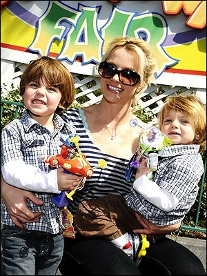 Chanteuse et maman de deux garçons, son septième album s'appelle  Femme fatale  !