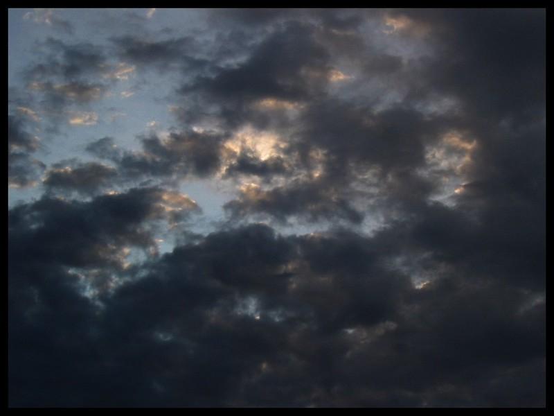 En météorologie, comment appelle-t-on l'indice qui mesure la fraction du ciel cachée par l'ensemble des nuages visibles ?