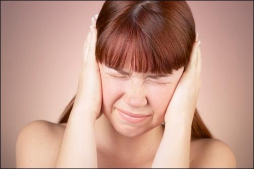 Pour l'homme, à combien de décibels environ le seuil de douleur sonore est-il situé ?