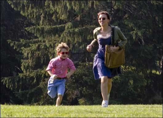 Quelle(s) chanteuse(s) donne(nt) la réplique à Scarlett Johansson dans le film  Baby-sitter Diaries  ?