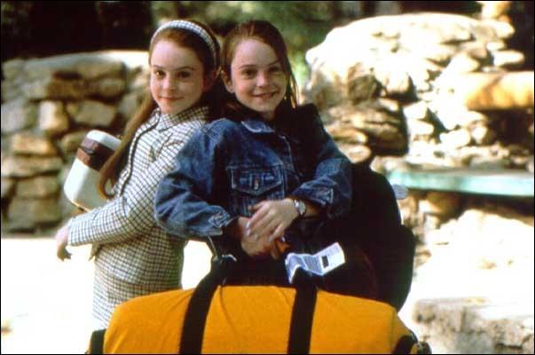 Comment se nomment les jumelles dans le film  A nous quatre  ?