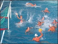Combien de joueurs compte une équipe de water-polo dans l'eau durant une partie ?