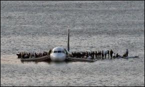 Le 15 janvier 2009, peu après son décollage de l'aéroport de LaGuardia (New York), sur quel fleuve le vol 1549 US Airways a-t-il du amerrir ?