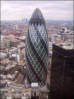 Le  Cornichon  ou  Gherkin  est le building le plus connu de ... ?