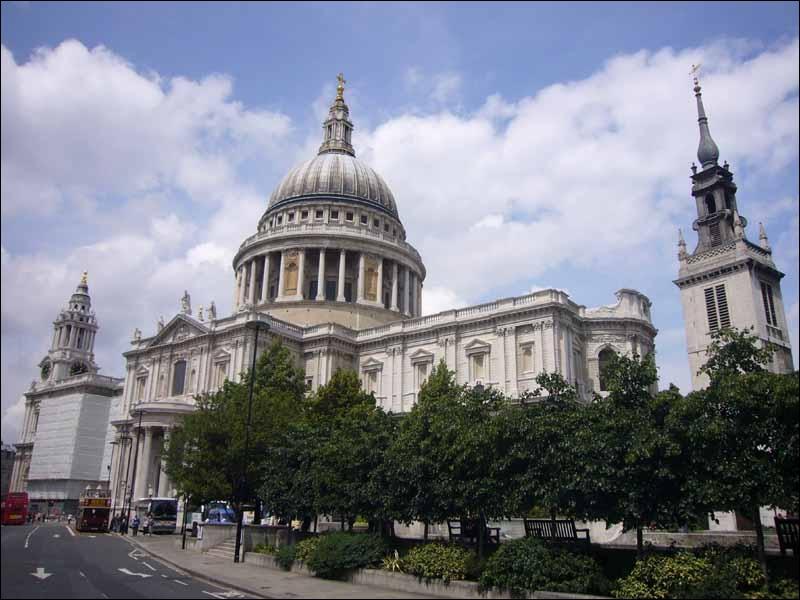 Quel est le nom de cette grande église ?