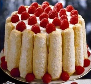 Prénom féminin, mais aussi, pâtisserie faite d'une crème qu'on entoure de petits biscuits et qu'on glace ensuite, c'est :