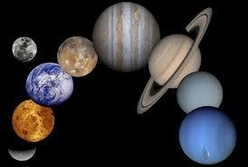 Quelle planète est surnommée la planète rouge ?