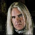 Quel est le nom du chanteur du groupe Saxon ?
