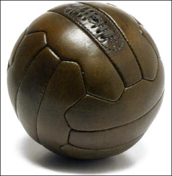 Tango 12 sera le ballon des matchs ; c'est un ballon ...