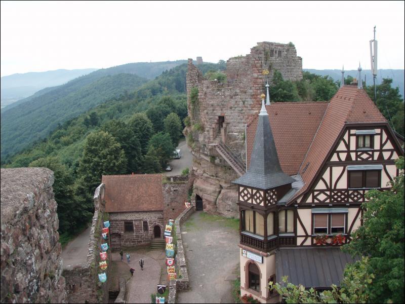Village du Bas-Rhin qui fut le départ de la voie romaine s'élançant vers Bitche et début de la route des crêtes des Vosges. Le musée de l'Artisanat et du Folklore se situe près la chapelle Saint-Louis