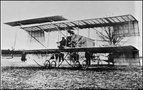 De quand date le tout premier avion ?