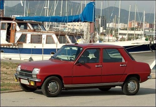 Je suis une vieille Renault. Qui suis-je ?
