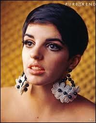 Voici toute jeune ici Liza. Bête de scène, chanteuse, actrice, elle est bien sûr la fille de ?