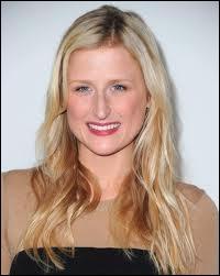 Cette blonde diaphane, qu'on a vue récemment dans la série The good wife, est Mamie (c'est son prénom). Elle est la fille de ?