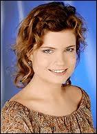 Cette jeune femme souriante est Sarah, et elle est actrice. Elle est bien sûr la fille de ?