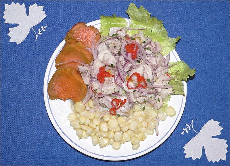 Dans la gastronomie péruvienne, qu'est-ce que l'entrée de poisson cru mariné dans du jus de citron.