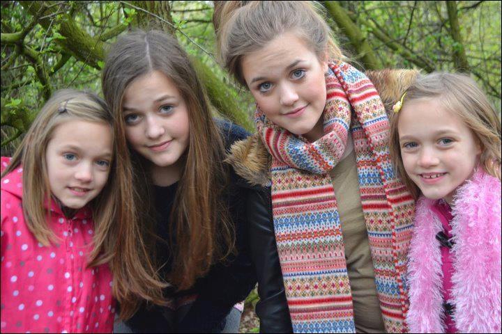 Qui a 4 soeurs qui s'appellent : Charlotte, Felicite, Daisy & Phoebe ?