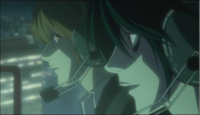Episode 23 : Dans l'hélicoptère que donne L à Light pour se défendre de Kira au cas où ?