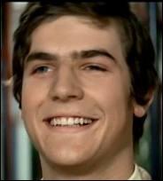 Olivier, acteur dans sa jeunesse devenu pilote de ligne, est le fils de ?
