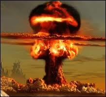 Qui ne porte aucune responsabilité dans la réalisation de la première bombe atomique américaine ? (pas de dates de naissance et de mort ! )