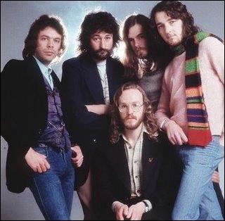 Ce groupe ne déclencha jamais la folie des fans bien qu'il ait vendu énormément de disques dans les années 70 / 80... Quelle chanson ne fait pas partie de leurs tubes ?