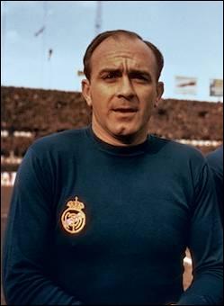 Il a eu une très longue carrière, et certains le considèrent comme le meilleur joueur de tous les temps. Vous connaissez sûrement Alfredo di Stefano, mais savez-vous quelle est sa nationalité ?