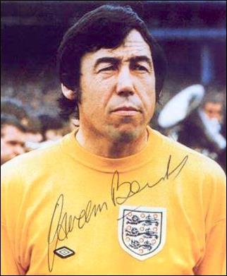Énorme gardien anglais, auteur de l'arrêt du XXe siècle face à une tête du Brésil lors des qualifications de la Coupe du Monde 1970. Qui est ce gardien de but ?