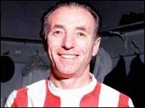 Cet Anglais fut le plus vieux joueur de l'histoire à remporter un Ballon d'Or. En effet, il fut nommé Ballon d'Or à l'âge de 41 ans. Comment s'appelle-t-il ?