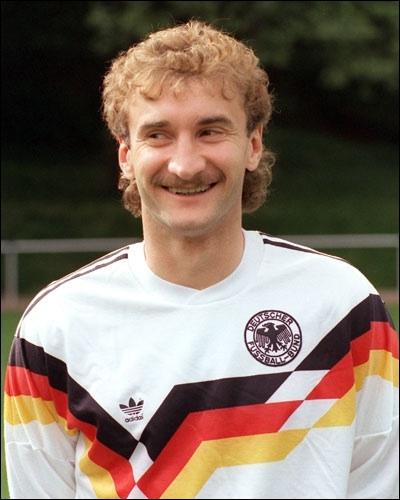 Cet Allemand est l'un des principaux responsables de la victoire de son pays lors de la Coupe du Monde 1990 en Italie. Comment s'appelle-t-il ?