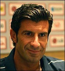 Voici l'un des meilleurs joueurs portugais de l'histoire, portant pendant longtemps le brassard de capitaine de son pays jusqu'en 2006. Mais comment s'appelle-t-il ?