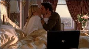 Dans la saison 3, que fait Chuck pour sauver Sarah à Paris ?
