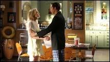 Dans le dernier épisode de la saison 4, Chuck recherche l'antidote pour sauver Sarah. Que voit-on dans les retours en arrière (flashbacks) ?
