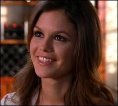 Comment se prénomme la petite amie de Chuck dans la saison 1 ?