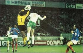 Lors d'un Bulgarie / France en 1976, après un arbitrage discutable (en faveur des Bulgares), Mr. Foote accorde un pénalty. Que dira Thierry Roland à ce moment-là ?