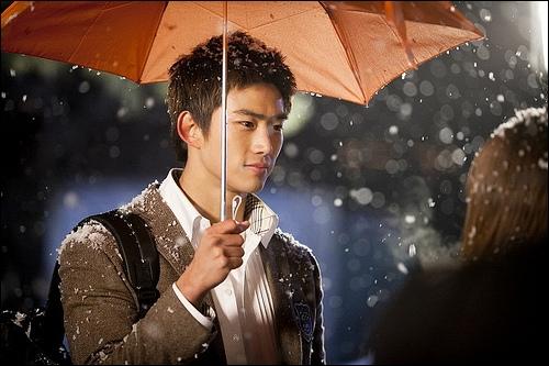 Qu'est-ce que Song Sam Dong emprunte souvent à Hyun Shi Hyuk ?