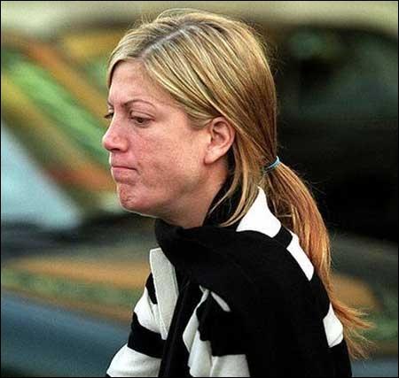 Héroïne de  Melrose Place , après avoir connu  Mortel rendez-vous , elle est maintenant, au vu de la photo,  Si près du danger  !
