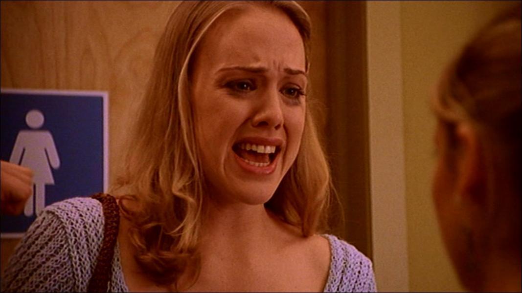 Pourquoi cette jeune fille pleure-t-elle ?