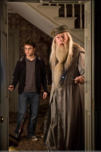 Dans quel livre Dumbledore dit-il :  La peur d'un nom ne fait qu'accroître la peur de la chose elle-même . ?