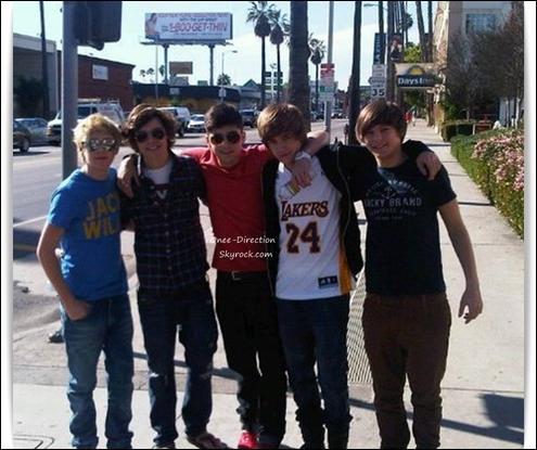 Comment s'appellent les petites amies de Louis et Liam (en juillet 2012) ?