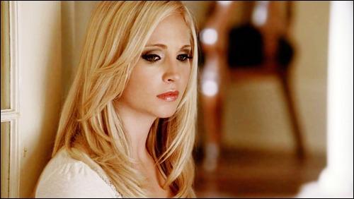 Comment réagit Bonnie lorsqu'elle apprend que Caroline s'est transformée en vampire ?