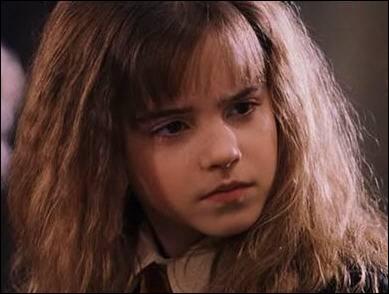 Quel âge avait Emma lors de son départ de Paris vers le Royaume-Uni ?